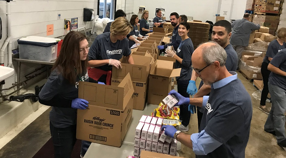 FirstEnergy employees volunteering at local foodbank