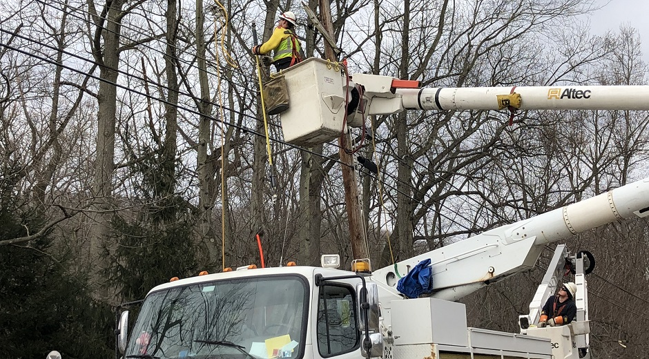 FirstEnergy Lineman and Truck