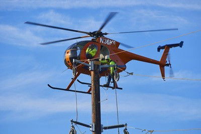 Helicopter aiding in transmission work